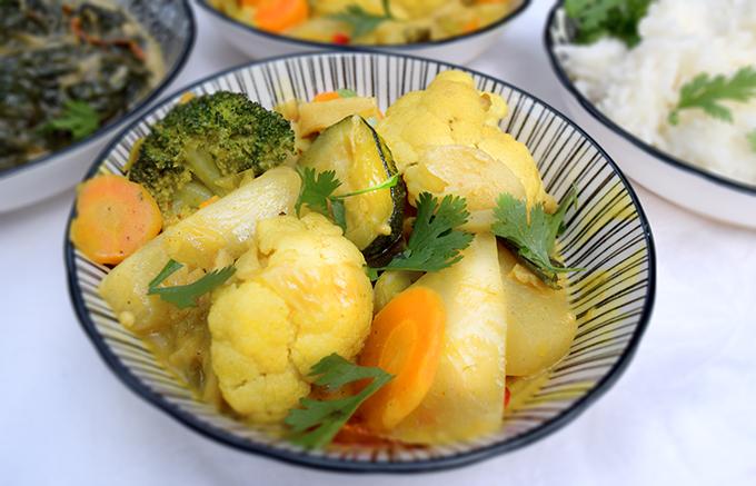 Gemüsecurry Reis in Schälchen