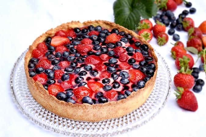 Beerenkuchen mit Erdbeeren Blaubeeren